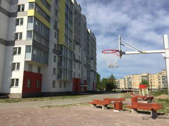 Баскетбольное кольцо и зоны отдыха